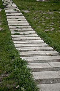 草地上石板路图片 草地上石板路设计素材 红动网