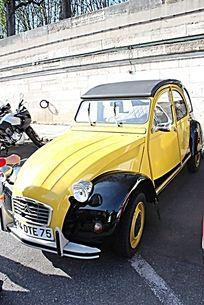 黄色雪铁龙