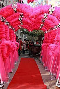 农家婚礼现场的彩虹门