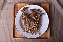 盘子里的茶树菇文艺风食品拍摄