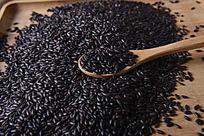 五谷杂粮 勺子上的黑米