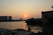 夕阳下的珠江风光