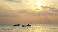 宽幅拍摄海上日出时刻的霞光