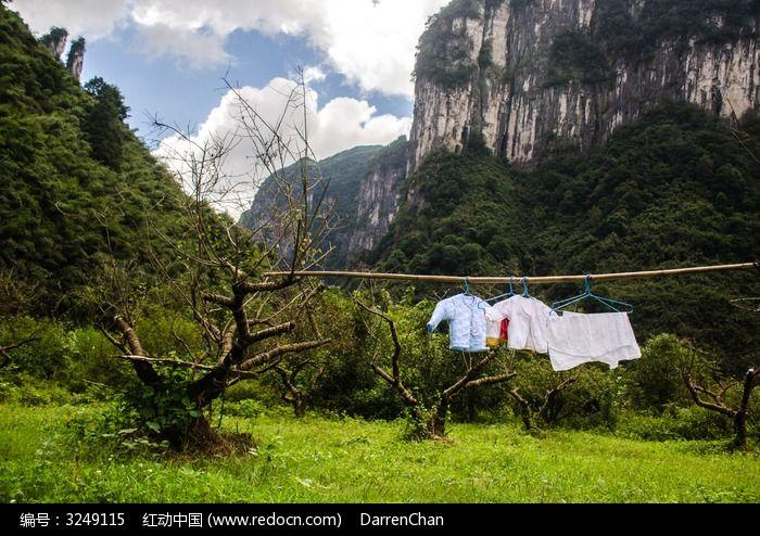 原创摄影图 自然风景 田野田园 山间的衣服  请您分享: 红动网提供