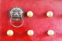 古建筑城门铜钉特写