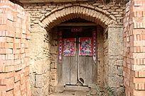 锁着的农家老院门
