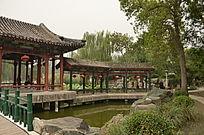 大观园内一水上长亭