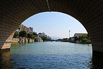 桥洞里的景观