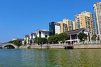 水岸上的现代时尚建筑