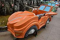 轨道上的小汽车玩具