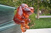 《透明思考》雕塑小兔子特写