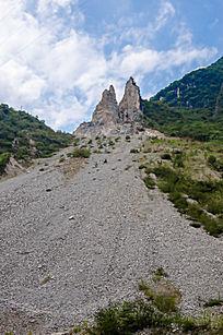 襄阳保康县的采矿遗址砂石