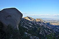 凤凰岭上的奇异山石