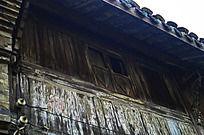屋檐下的窗户