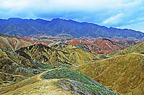 张掖丹霞起伏的山峰