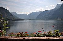 从阳台望过去的湖