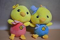 两只小黄鸡公仔