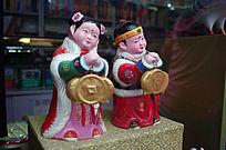 传统服饰儿童雕塑