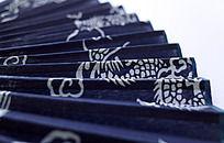 青花色的中国风折扇