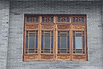 彩色玻璃雕花窗户