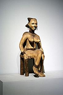 非洲妇女雕像