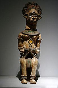 非洲妇女木雕像