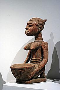 非洲劳动妇女木雕