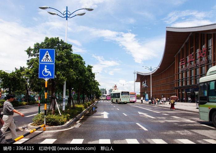 三亚火车站大门