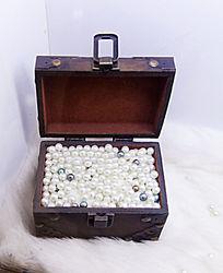 一盒海贝珍珠