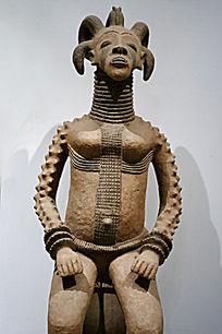 坐着的非洲女人