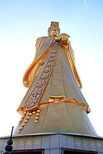 高大的妈祖雕像