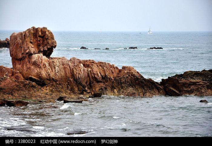 原创摄影图 自然风景 海洋沙滩 海边的石头  请您分享: 红动网提供