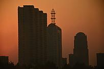 黄昏城市建筑剪影