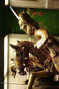 铜雕骑士像