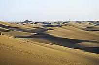 八道桥起伏的沙漠