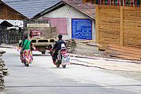 独龙族新村外出的交通工具