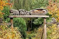 森林浣熊实木雕刻猴子大门