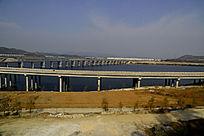 十堰郧阳岛立交桥边的小路