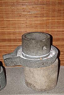 古代用具石磨展示