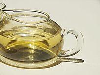 玻璃茶壶特写图片
