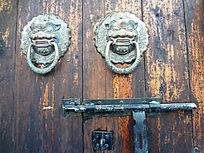古老怀旧铁环大门