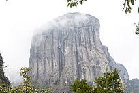 巨人般的山峰