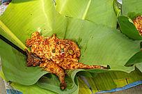芭蕉叶上的傣族味鸡腿