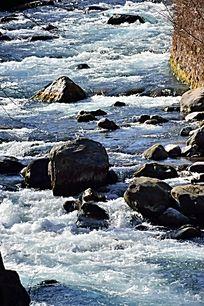 湍急的河水