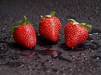 三个草莓洋莓图片