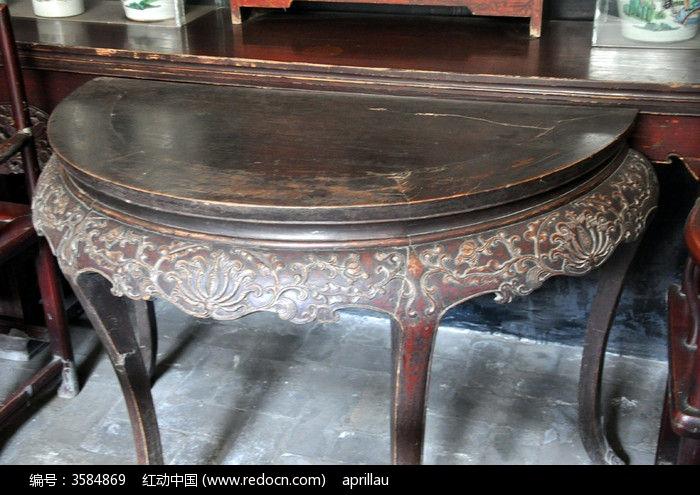 古代木制半圆三腿桌