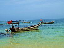 海面上的渔船图片