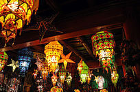 色彩鲜艳的民族风灯笼