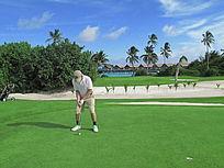 高尔夫球场男性练习手
