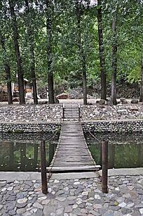 水上木桥正面特写